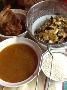 FOTO 2:  Caldo de la costilla, verdura pochada y costilla cocida.