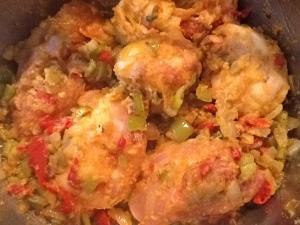 Rehogamos el pollo con las verduras.