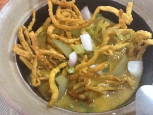 Chiang mai noodle with chicken / Noodle con pollo al estilo de Chiang Mai