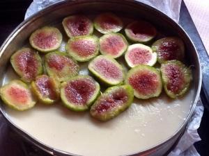 Coronamos la tarta con las frutas gratinadas