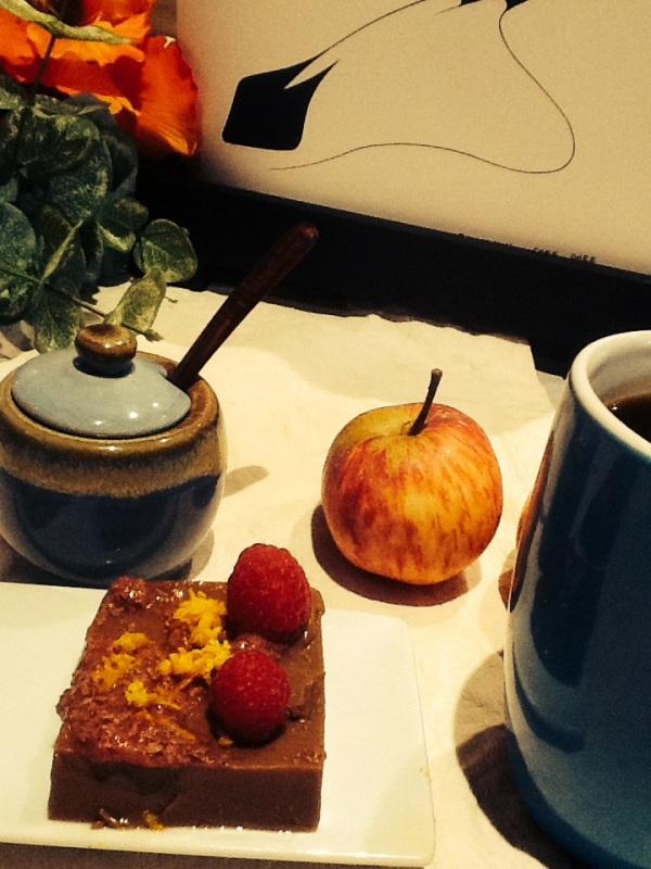 Hemos coronado nuestro postre sano con dos frambuesas, pero vale manzana, pera, granada...