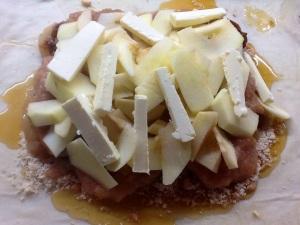 Manzanas en rodajas y la mantequilla salteada
