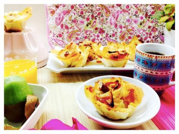 Rosas de manzana crujientes con nuez y canela