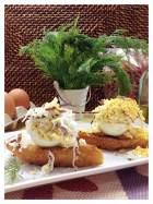 Tosta de huevo cocido en su crema con cecina y eneldo