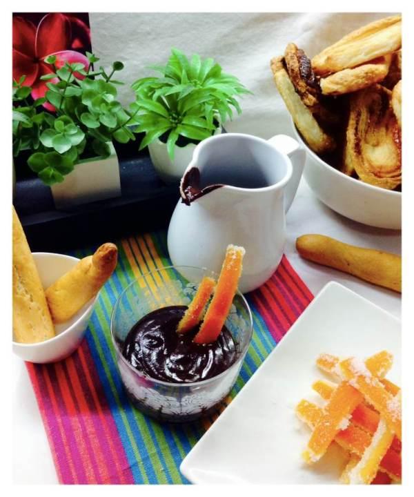 Desayunos especiales.  Chocolate con naranja confitada