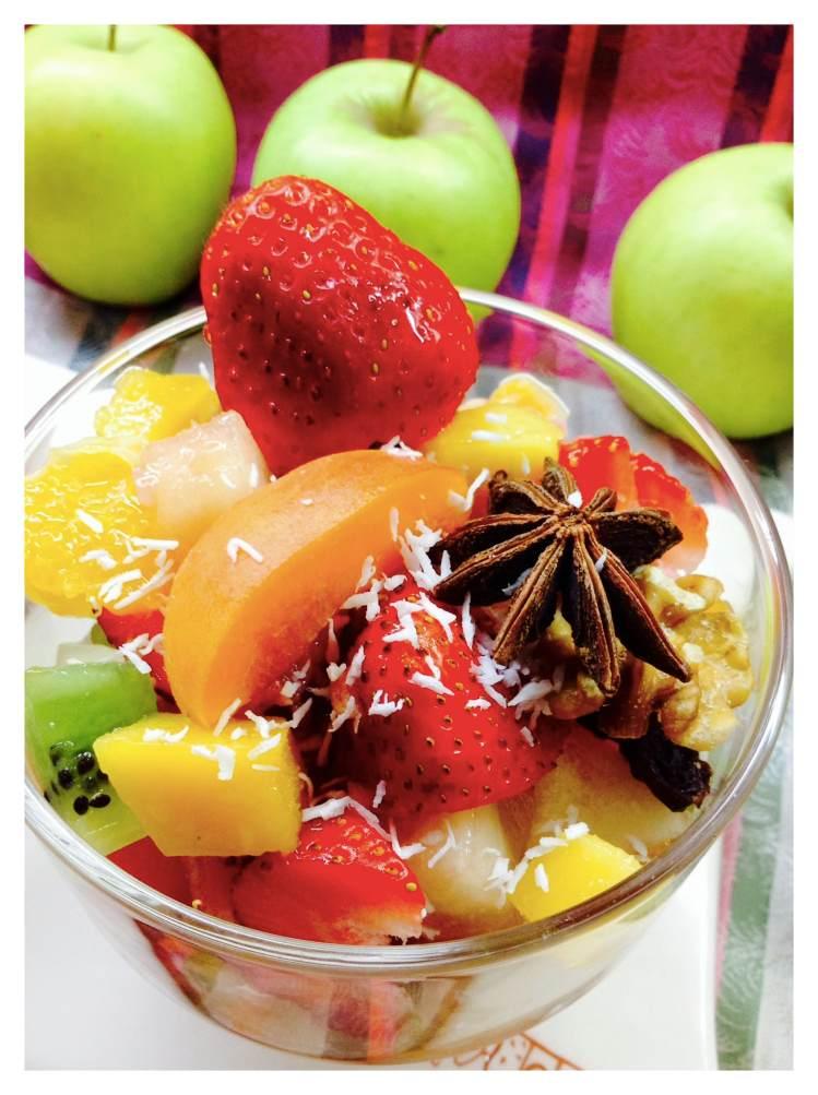 minestrone de frutas de temporda, mozzarella e higo en almíbar