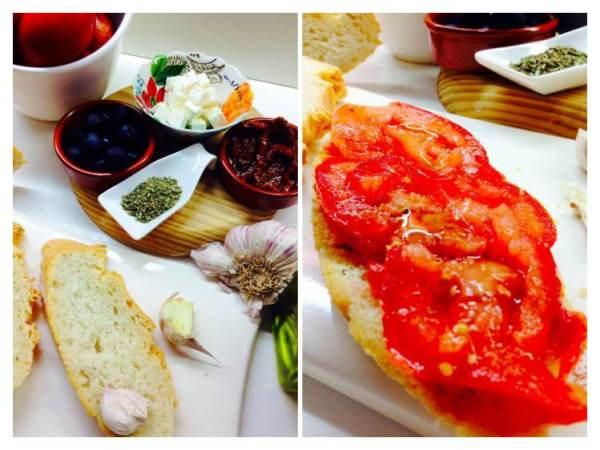 Tosta de queso feta y aceitunas negras con tromates Ingredientes_Fotor
