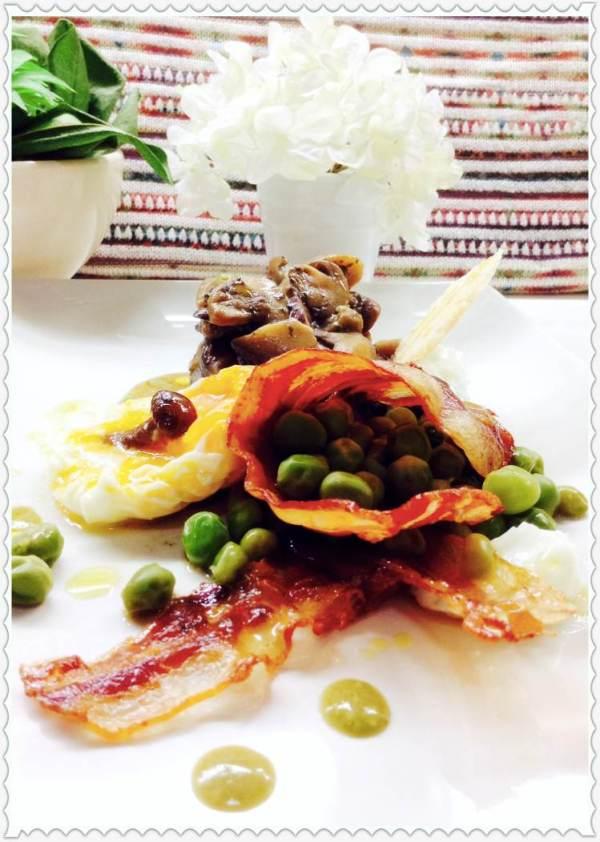 Guisantes con bacón y pastel de setas y huevo poché 5