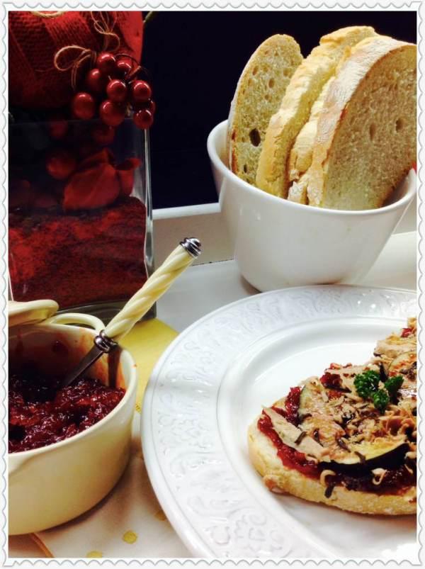 Tosta de brevas, foie y trufa sobre confitura de pimientos del piquillo 3